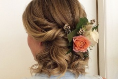 Wedding-with-rose-in-Hair
